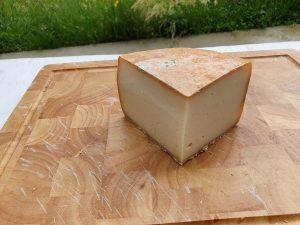 Dégustez ce fromage fermier de chévre.