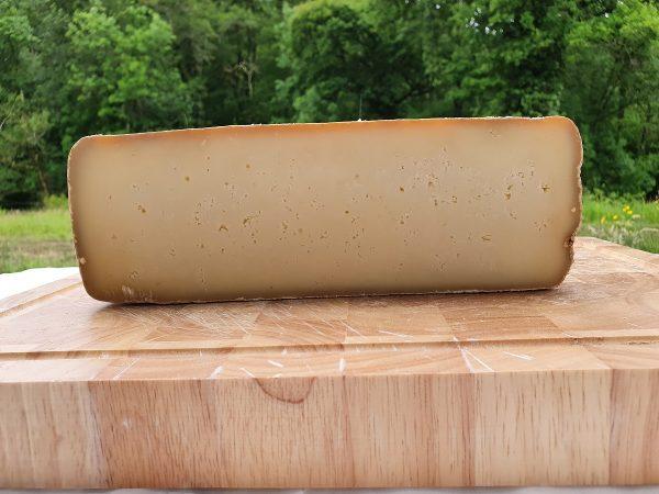 Fromage fermier Ossau Iraty destiné à la vente.