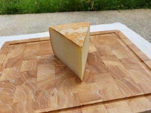 Livraison de 500 gr de fromage Ossau Iraty.