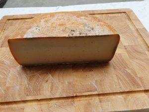 fromage de chèvre affiné plusieurs mois.